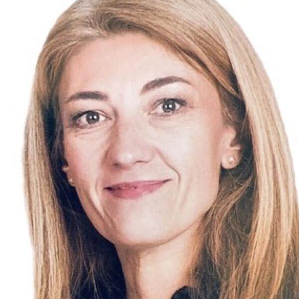 Eva Minkov headshot