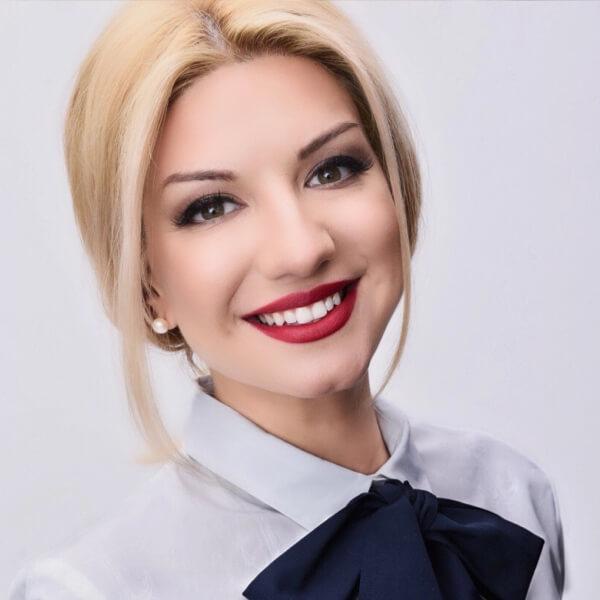 Joanna Dragneva headshot