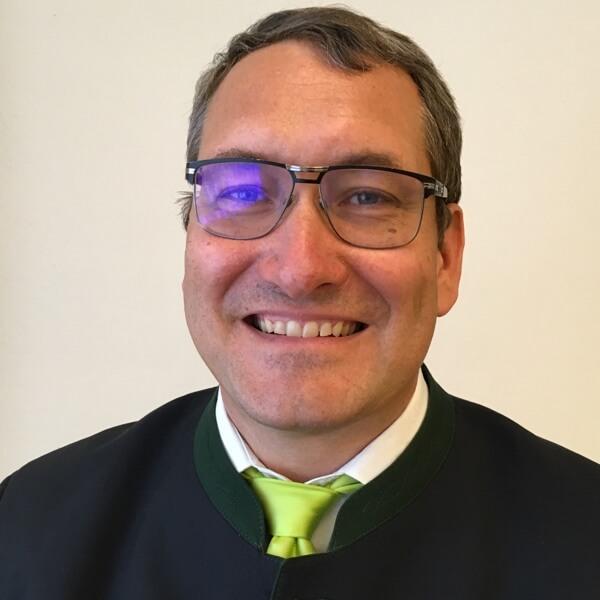 Dr. Matthias Slatner headshot